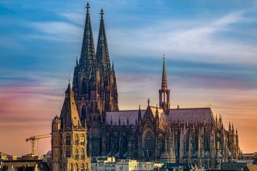 Bestattung in Köln bei Feuerbestattungen24.de