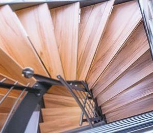 enge Treppe